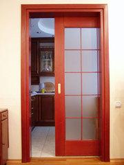 Двери из дерева,  раздвижные двери.