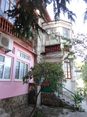Продается 2-комнатная квартира в г. Алупка в районе автостанции