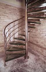 Лестница из нержавеющей стали со стеклом