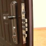 установка замена и ремонт дверных замков и ручек