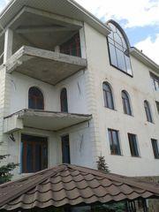 Продается отличный дом,  а второй в подарок в г. Ялта,  (Массандра).